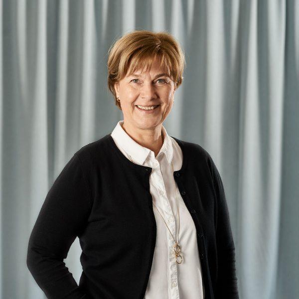 Carina Lennerhov, ekonomi