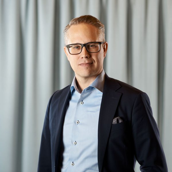 Mikael Halonen Carling, advokat