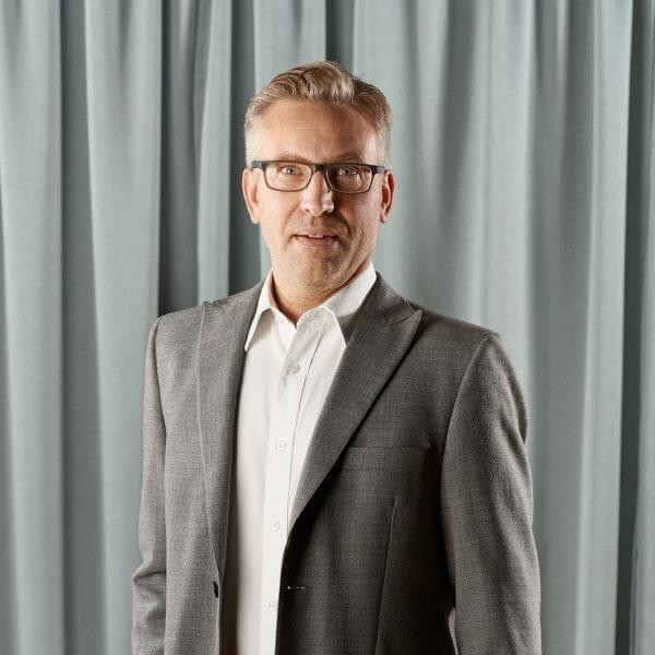 Martin Folkar, Ekonomiansvarig
